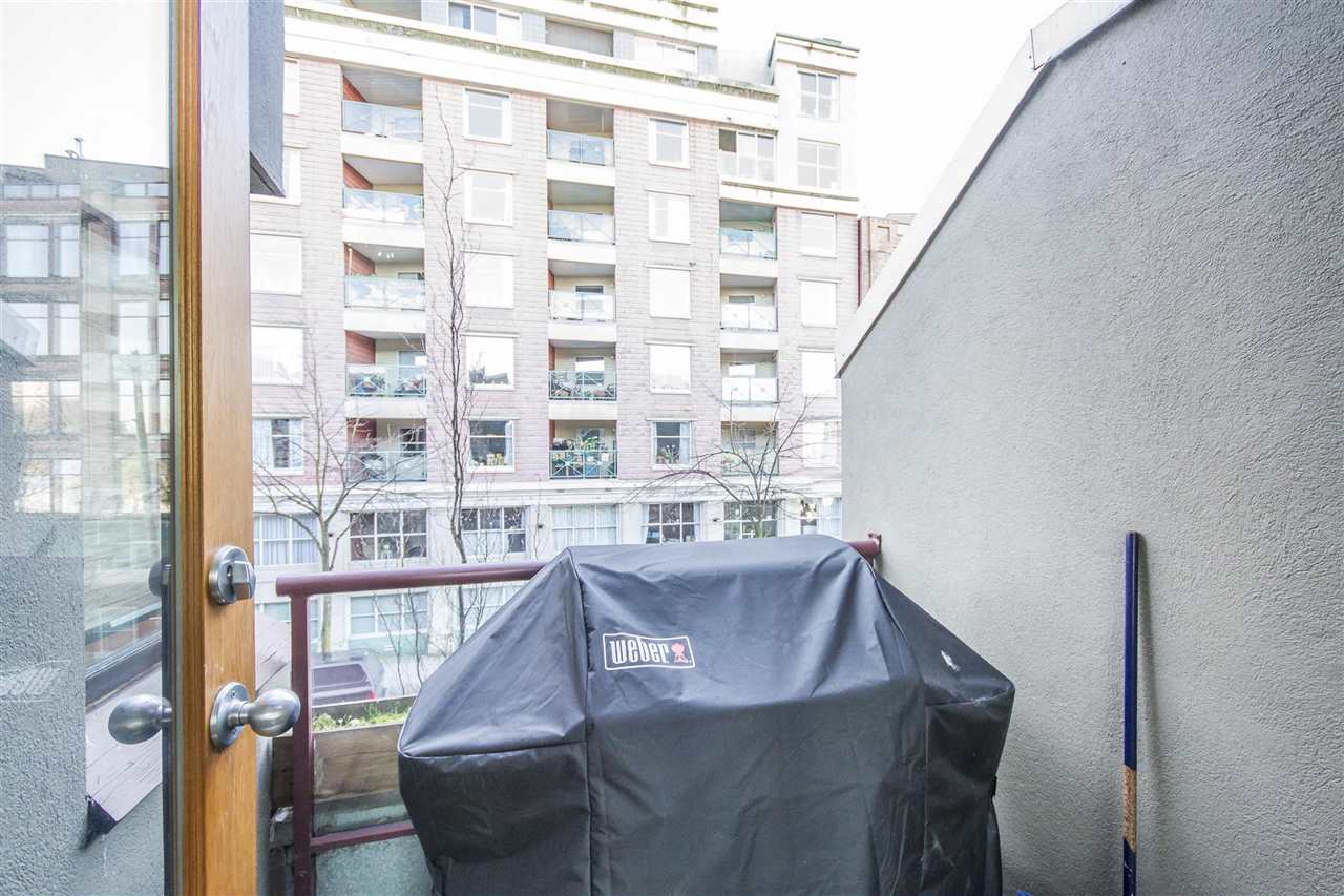 Townhouse at 135 ALEXANDER STREET, Vancouver East, British Columbia. Image 10