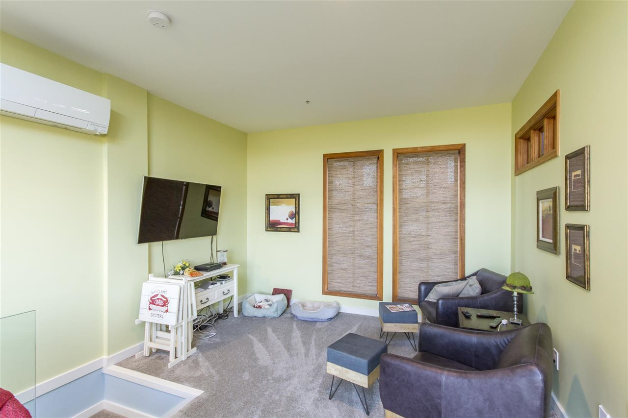 Townhouse at 135 ALEXANDER STREET, Vancouver East, British Columbia. Image 12
