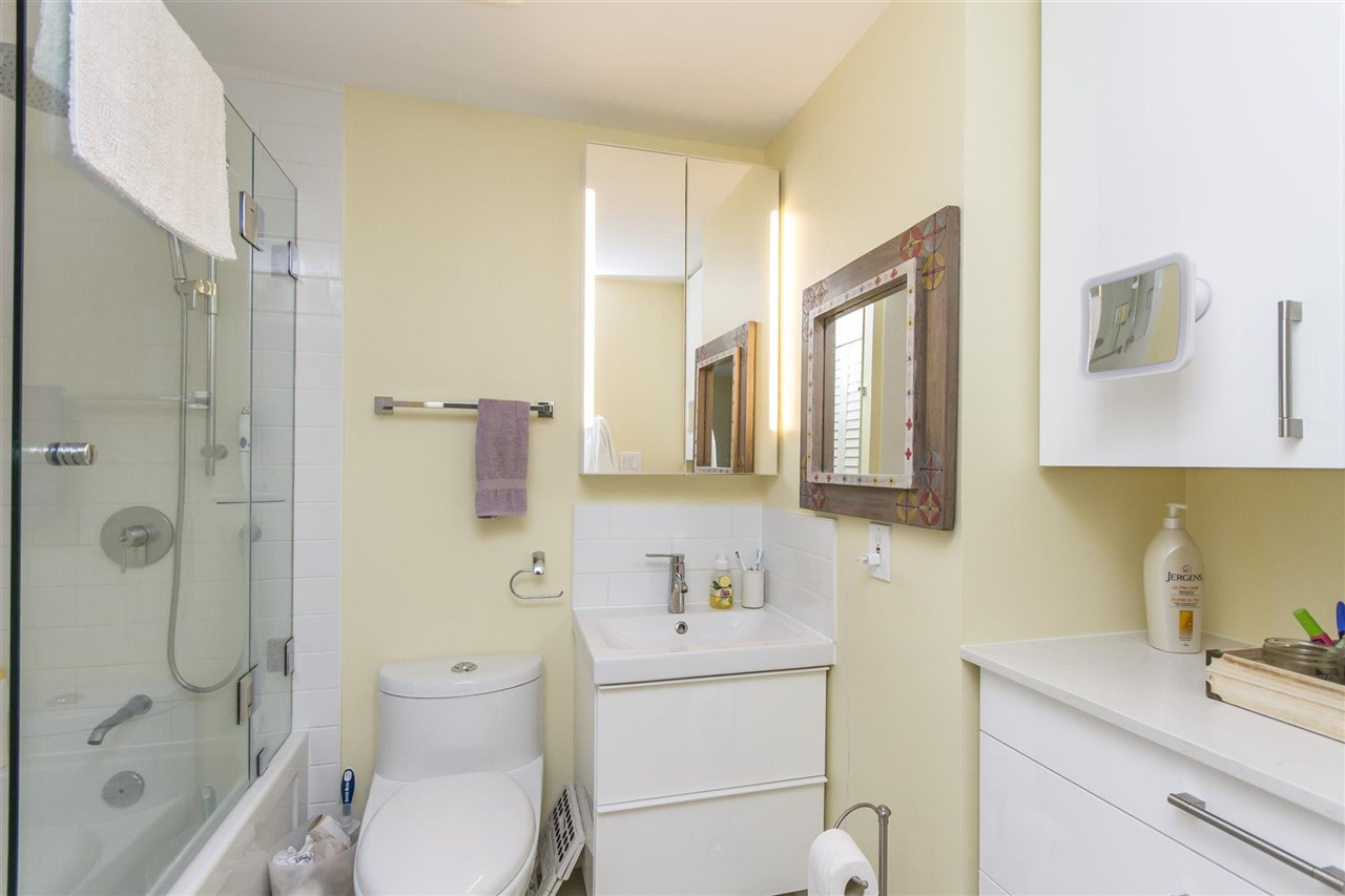 Townhouse at 135 ALEXANDER STREET, Vancouver East, British Columbia. Image 16
