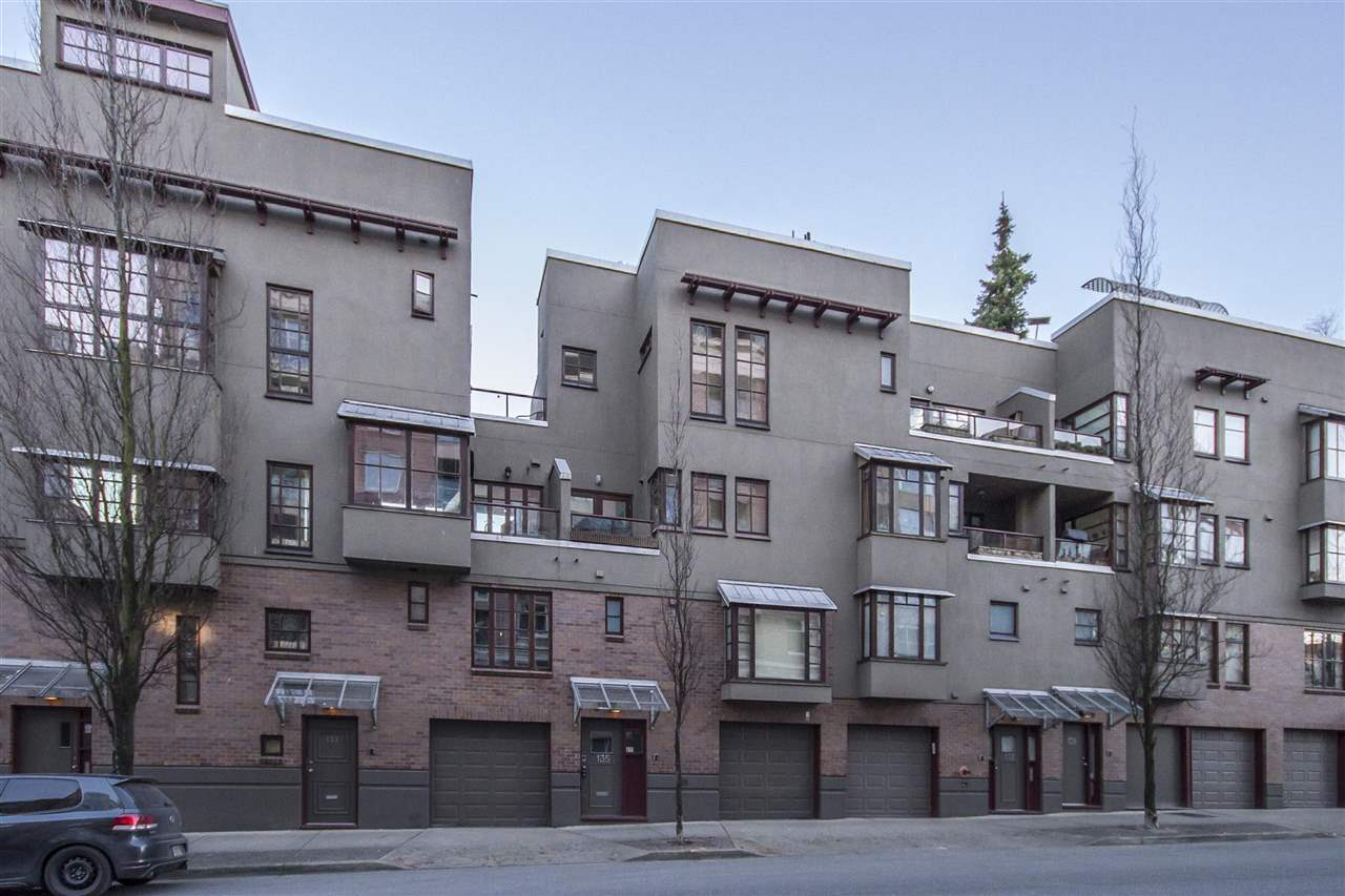 Townhouse at 135 ALEXANDER STREET, Vancouver East, British Columbia. Image 20