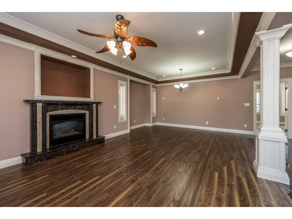 Detached at 7962 SE 18TH AVENUE, Burnaby East, British Columbia. Image 5