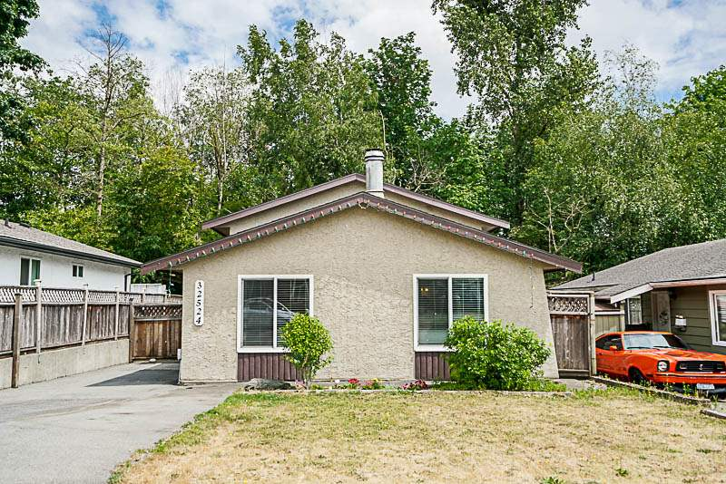Detached at 32524 ORIOLE CRESCENT, Abbotsford, British Columbia. Image 1