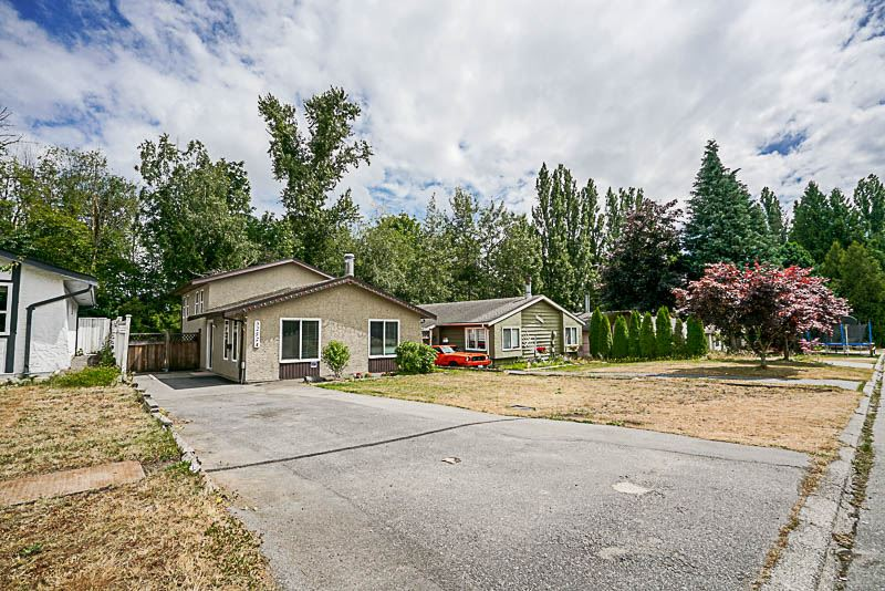 Detached at 32524 ORIOLE CRESCENT, Abbotsford, British Columbia. Image 3