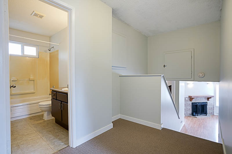 Detached at 32524 ORIOLE CRESCENT, Abbotsford, British Columbia. Image 11