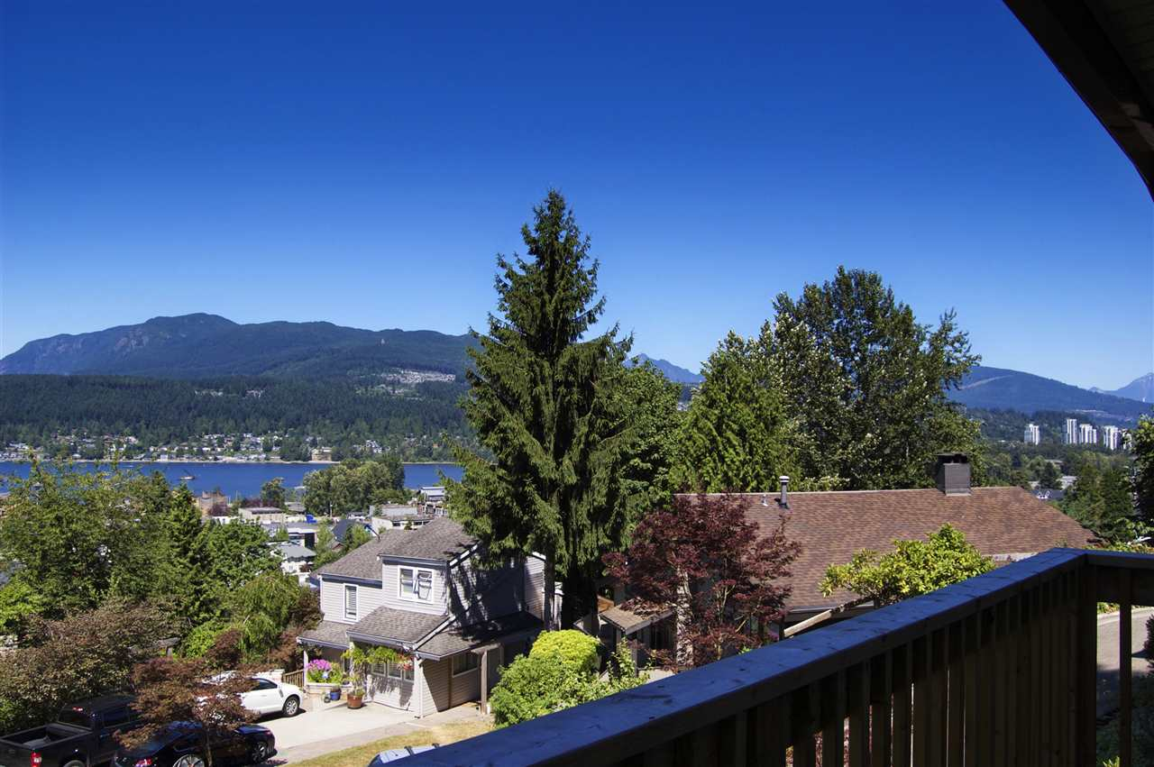 Detached at 15 NOBLE COURT, Port Moody, British Columbia. Image 4