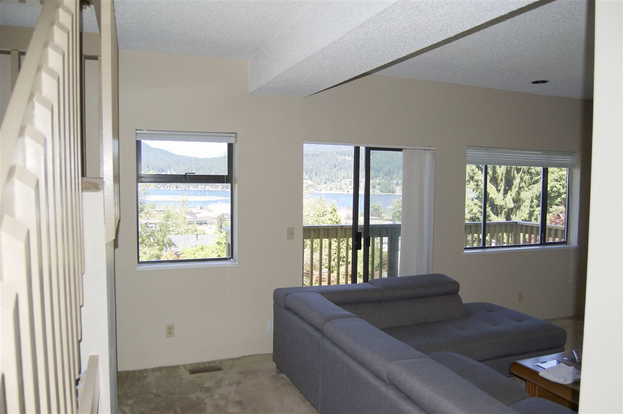 Detached at 15 NOBLE COURT, Port Moody, British Columbia. Image 7