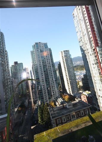 Condo Apartment at 1906 1166 MELVILLE STREET, Unit 1906, Vancouver West, British Columbia. Image 13