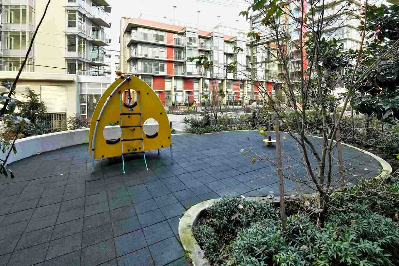Condo Apartment at 901 63 W 2ND AVENUE, Unit 901, Vancouver West, British Columbia. Image 6