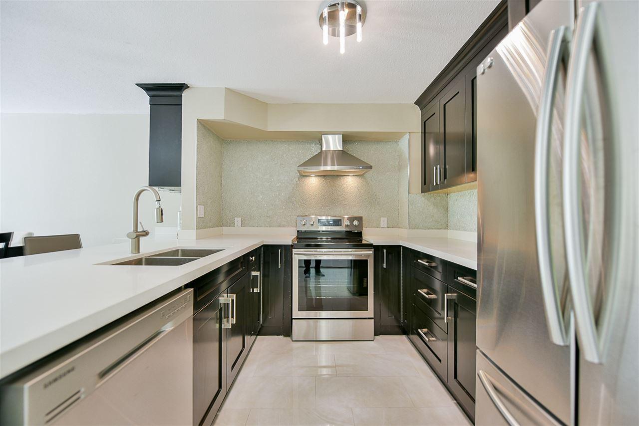 Condo Apartment at 206 20268 54 AVENUE, Unit 206, Langley, British Columbia. Image 3