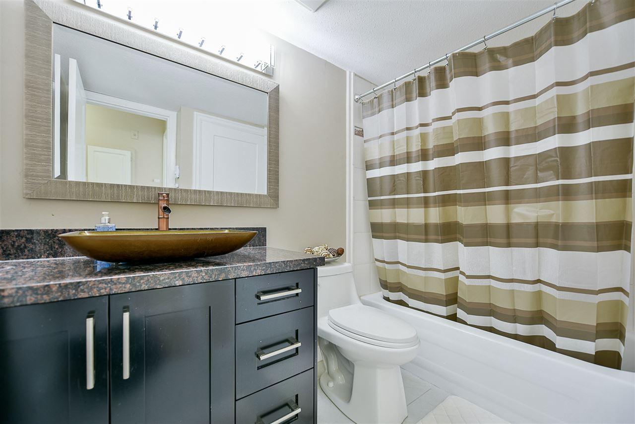 Condo Apartment at 206 20268 54 AVENUE, Unit 206, Langley, British Columbia. Image 16