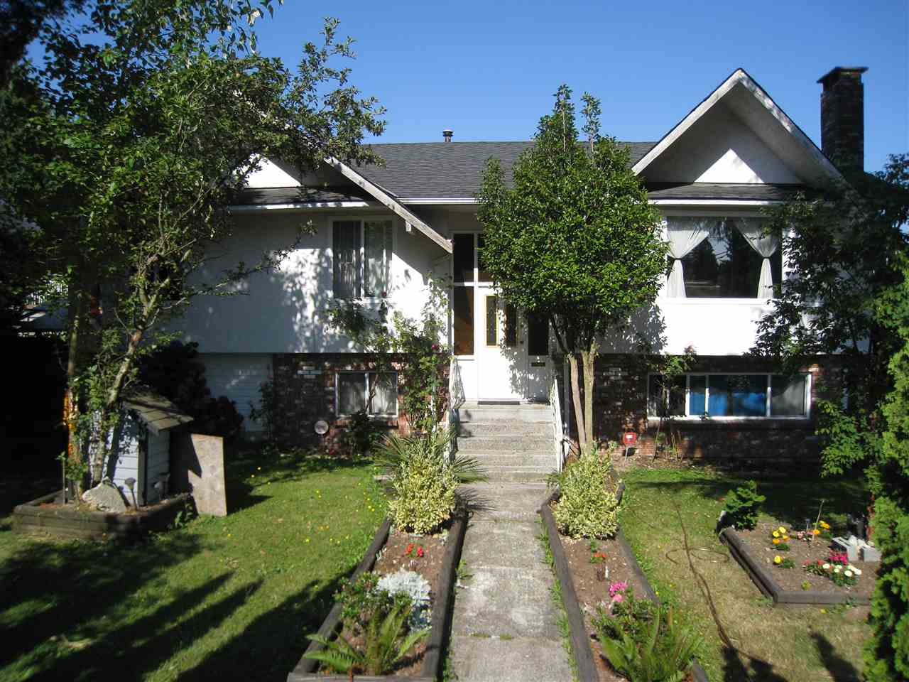 Detached at 9785 128 STREET, North Surrey, British Columbia. Image 1