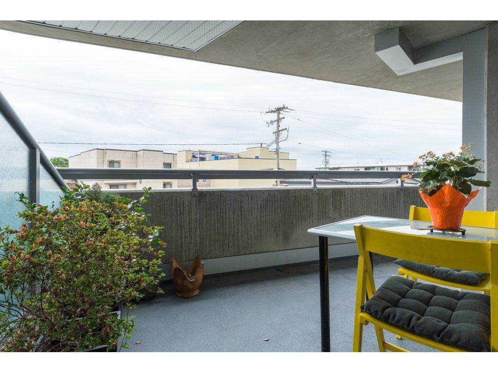 Condo Apartment at 202 14955 VICTORIA AVENUE, Unit 202, South Surrey White Rock, British Columbia. Image 2