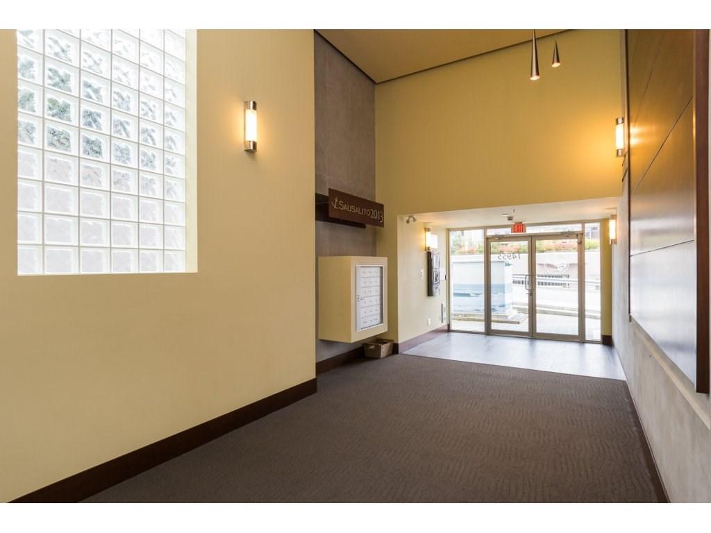 Condo Apartment at 202 14955 VICTORIA AVENUE, Unit 202, South Surrey White Rock, British Columbia. Image 3