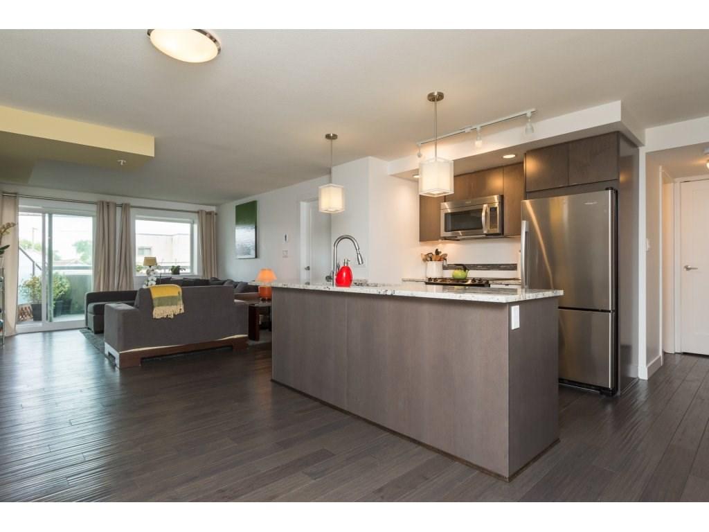Condo Apartment at 202 14955 VICTORIA AVENUE, Unit 202, South Surrey White Rock, British Columbia. Image 4