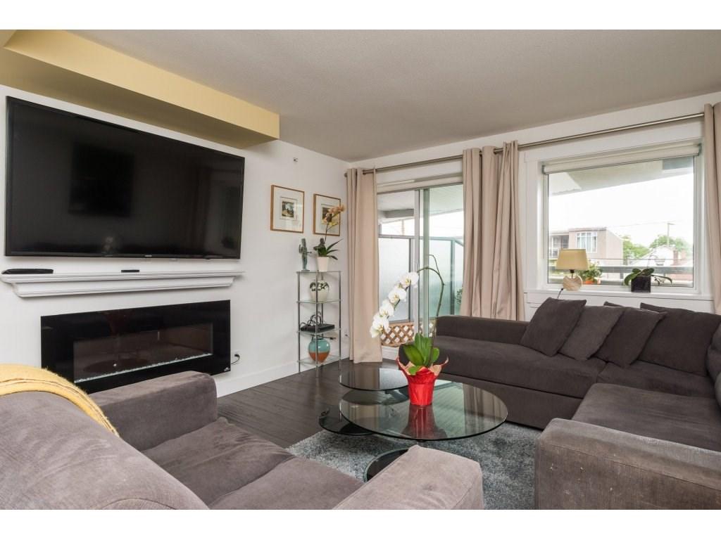 Condo Apartment at 202 14955 VICTORIA AVENUE, Unit 202, South Surrey White Rock, British Columbia. Image 5