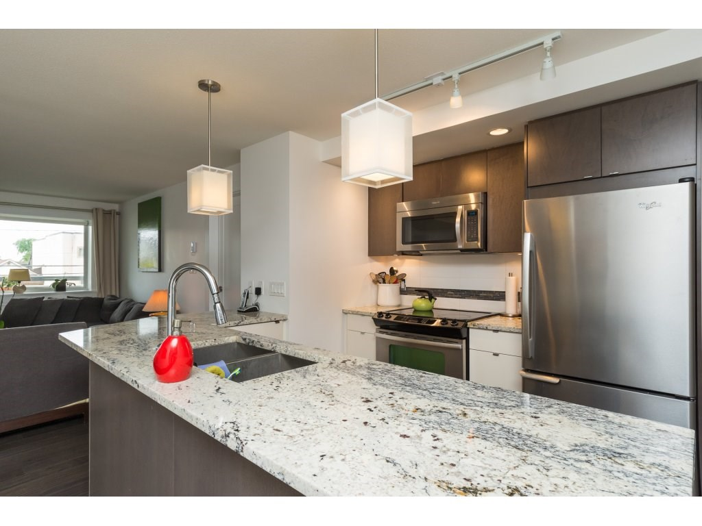 Condo Apartment at 202 14955 VICTORIA AVENUE, Unit 202, South Surrey White Rock, British Columbia. Image 8