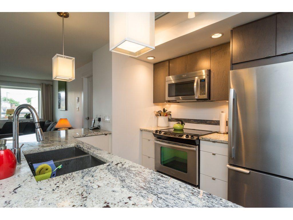 Condo Apartment at 202 14955 VICTORIA AVENUE, Unit 202, South Surrey White Rock, British Columbia. Image 9