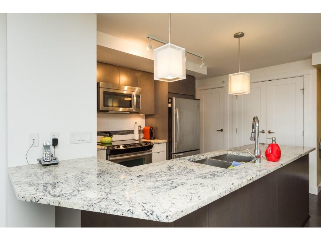 Condo Apartment at 202 14955 VICTORIA AVENUE, Unit 202, South Surrey White Rock, British Columbia. Image 11