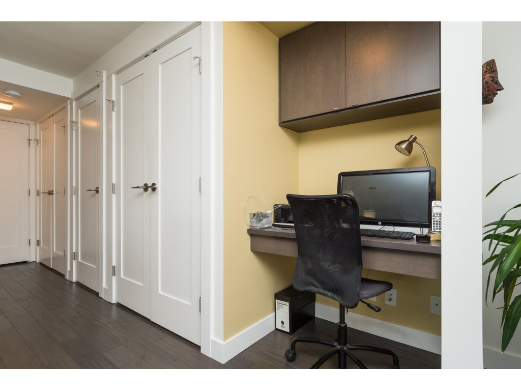 Condo Apartment at 202 14955 VICTORIA AVENUE, Unit 202, South Surrey White Rock, British Columbia. Image 12