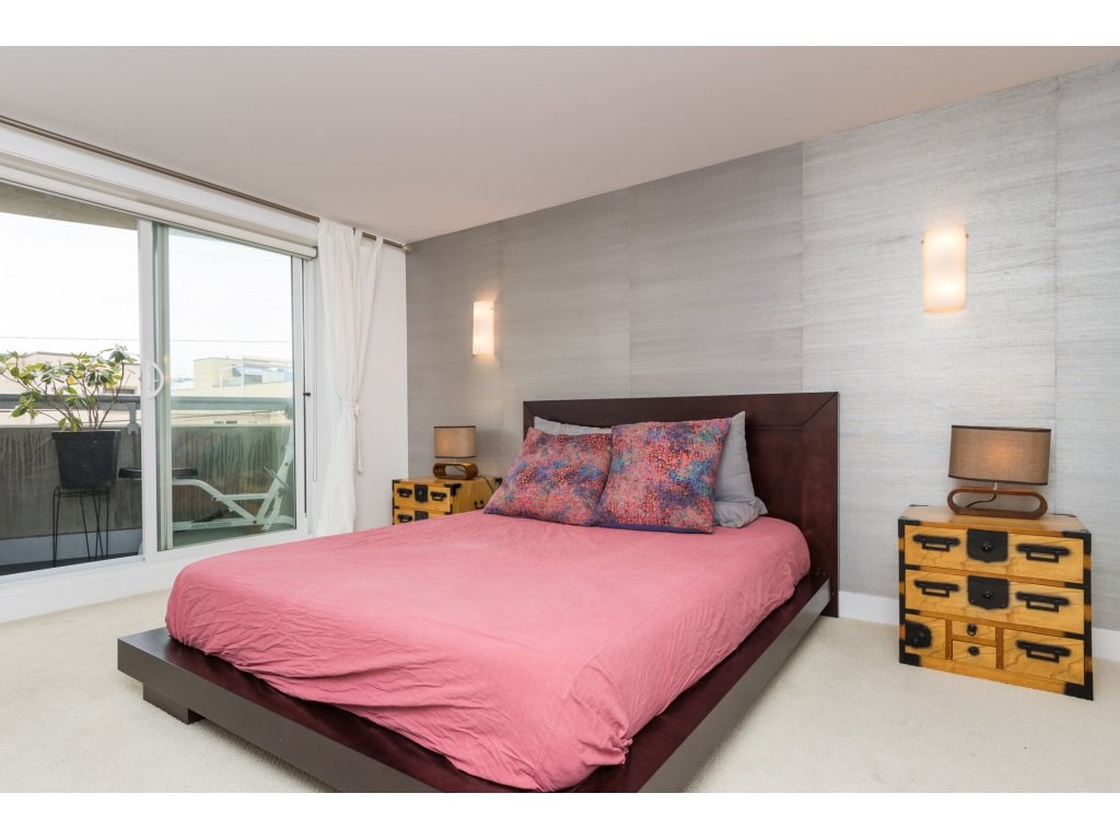 Condo Apartment at 202 14955 VICTORIA AVENUE, Unit 202, South Surrey White Rock, British Columbia. Image 13