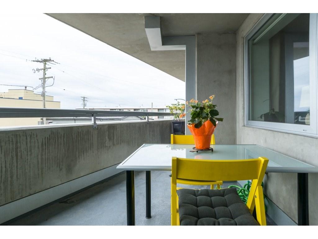 Condo Apartment at 202 14955 VICTORIA AVENUE, Unit 202, South Surrey White Rock, British Columbia. Image 17