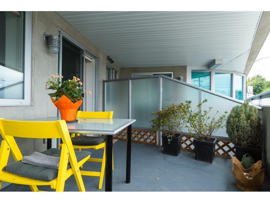 Condo Apartment at 202 14955 VICTORIA AVENUE, Unit 202, South Surrey White Rock, British Columbia. Image 18