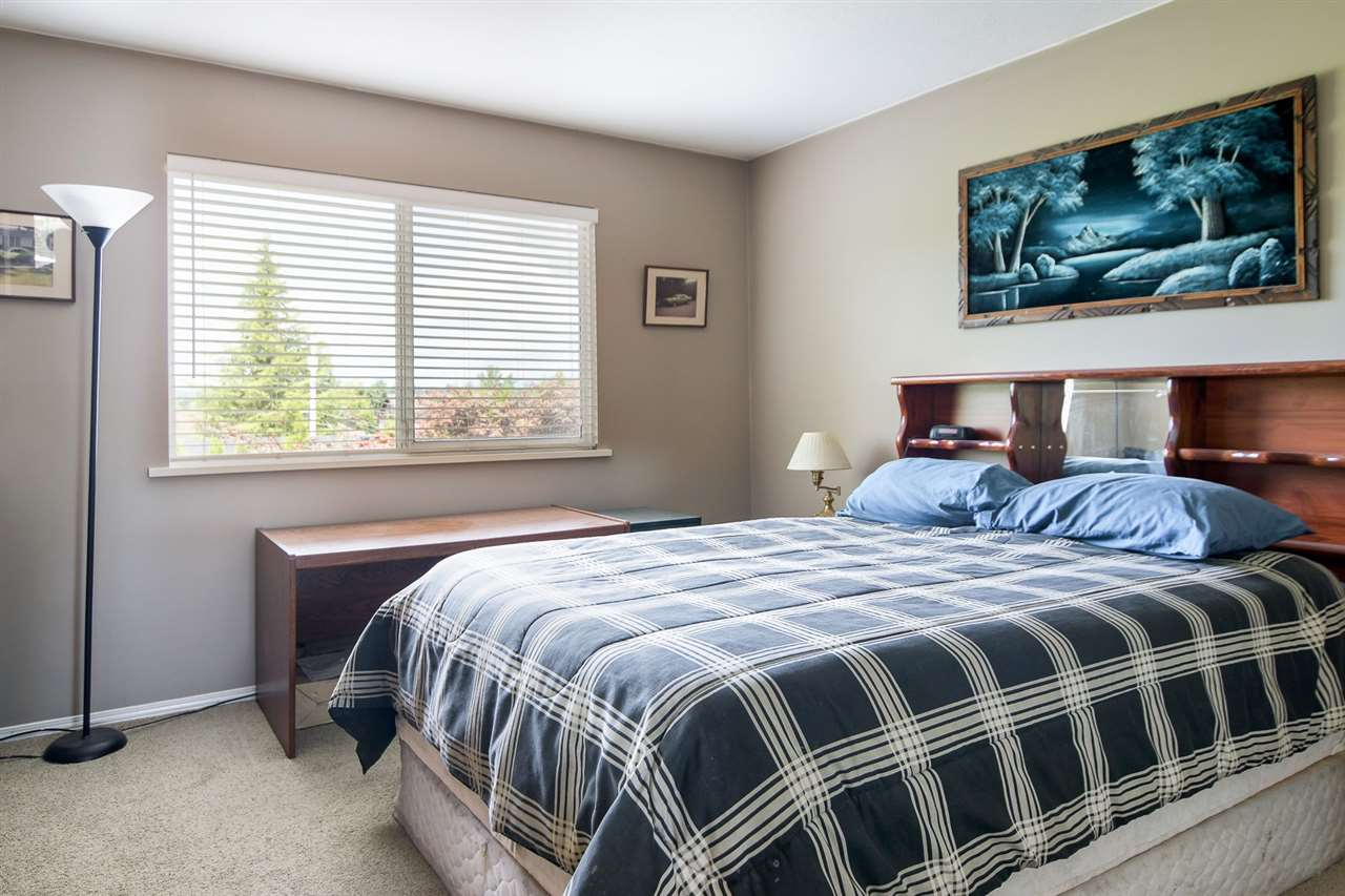 Detached at 20063 49A AVENUE, Langley, British Columbia. Image 8