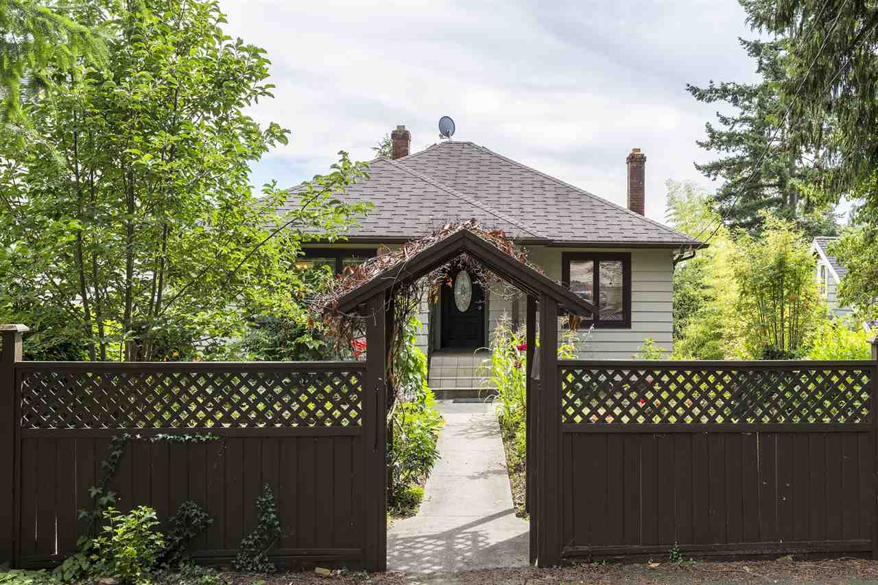 Detached at 2062 HAYWOOD AVENUE, West Vancouver, British Columbia. Image 1