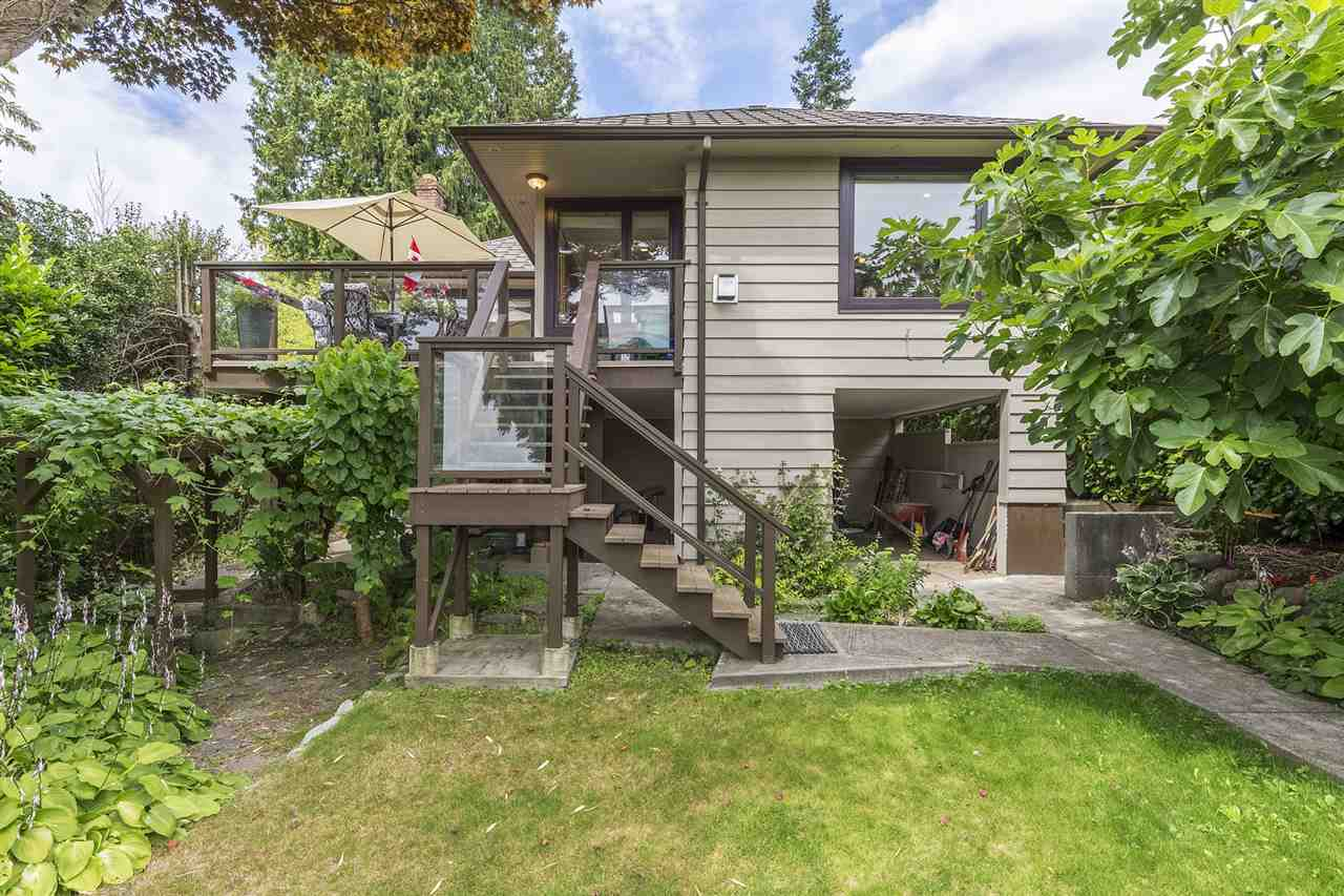 Detached at 2062 HAYWOOD AVENUE, West Vancouver, British Columbia. Image 20