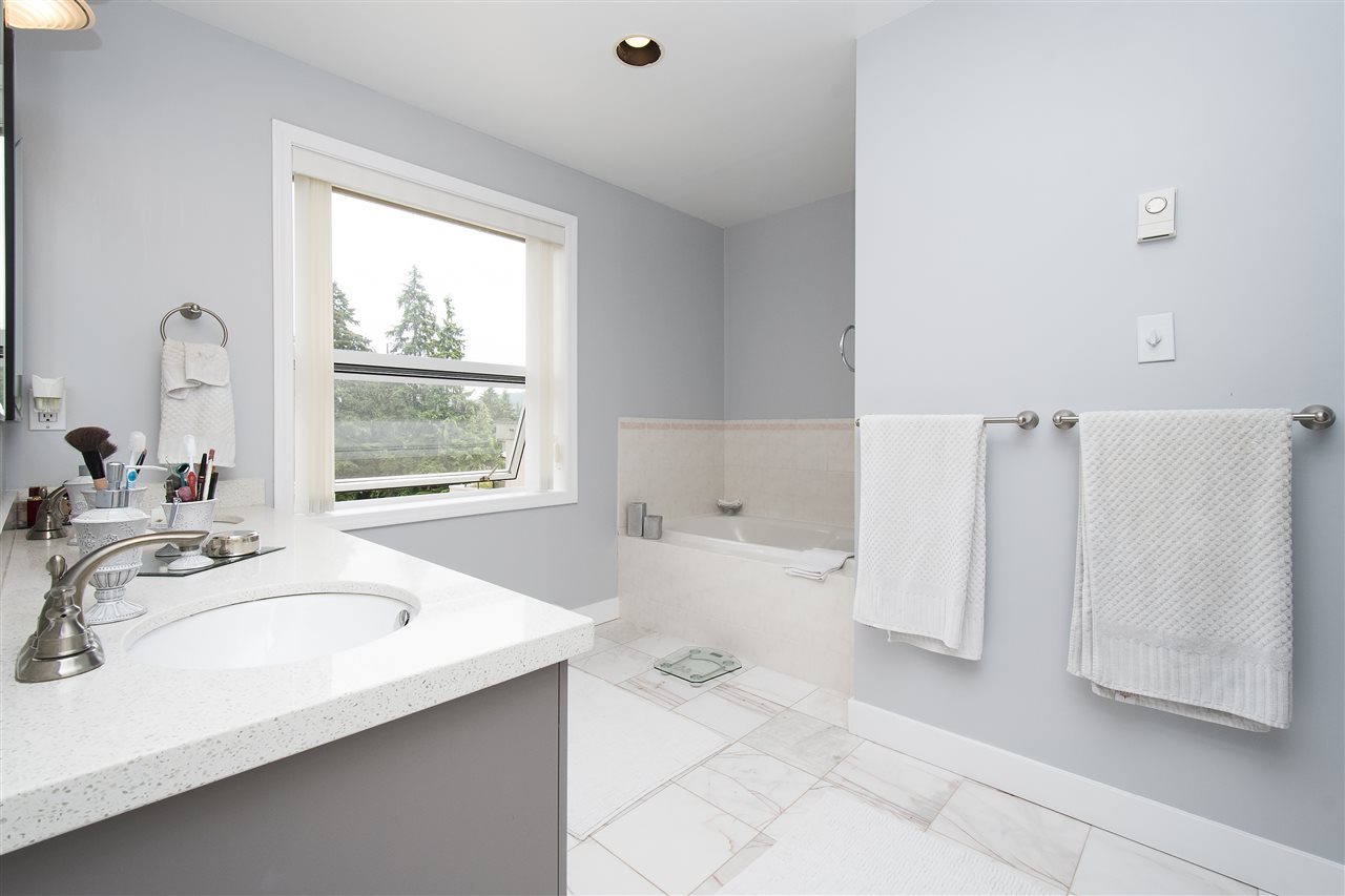 Townhouse at 612 1500 OSTLER COURT, Unit 612, North Vancouver, British Columbia. Image 10