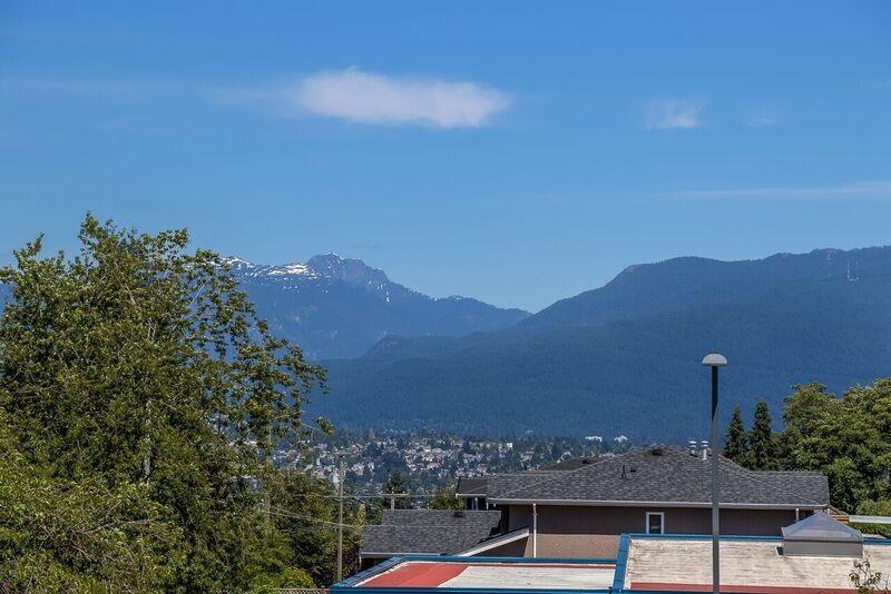 Half-duplex at 6626 BRANTFORD AVENUE, Burnaby South, British Columbia. Image 18