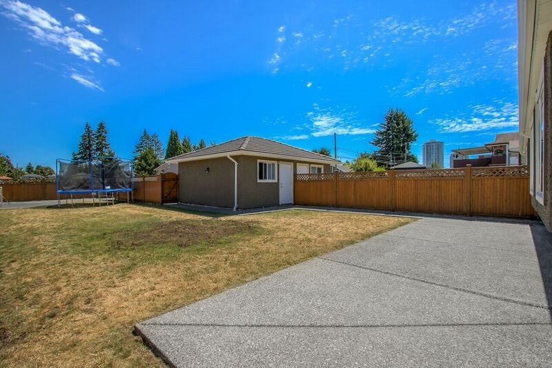 Half-duplex at 6626 BRANTFORD AVENUE, Burnaby South, British Columbia. Image 19