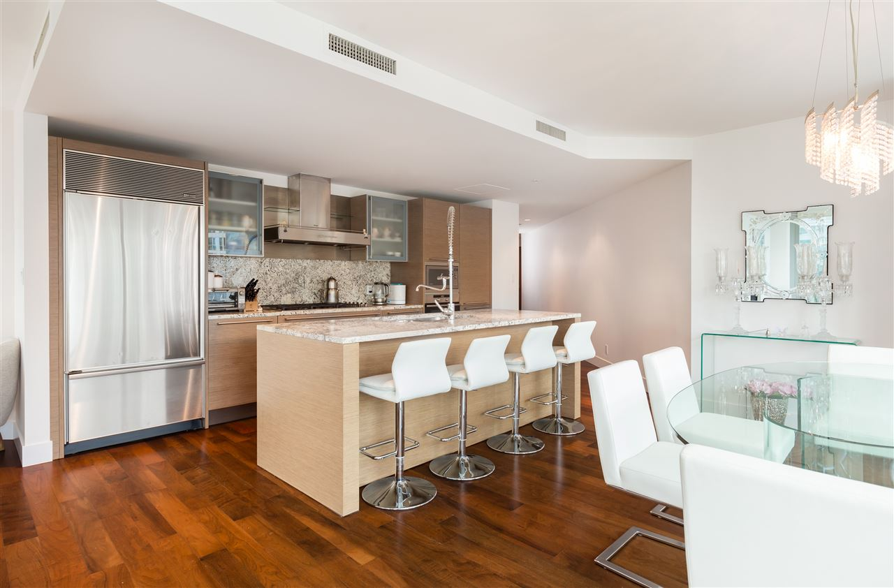 Condo Apartment at 1702 1111 ALBERNI STREET, Unit 1702, Vancouver West, British Columbia. Image 4
