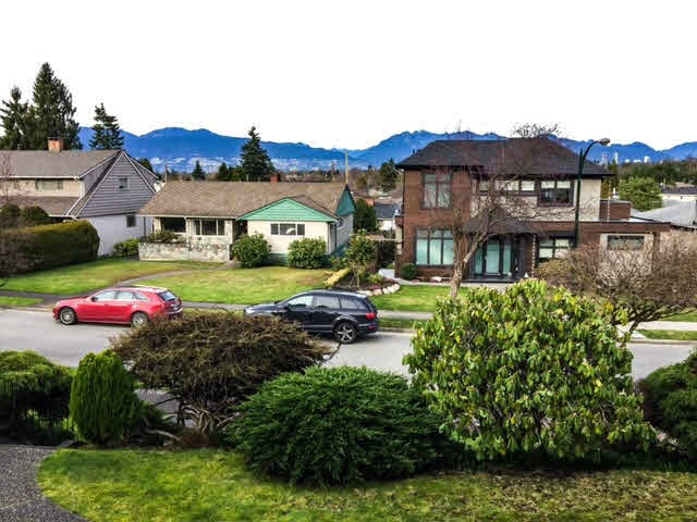 Detached at 2526 EDGAR CRESCENT, Vancouver West, British Columbia. Image 3