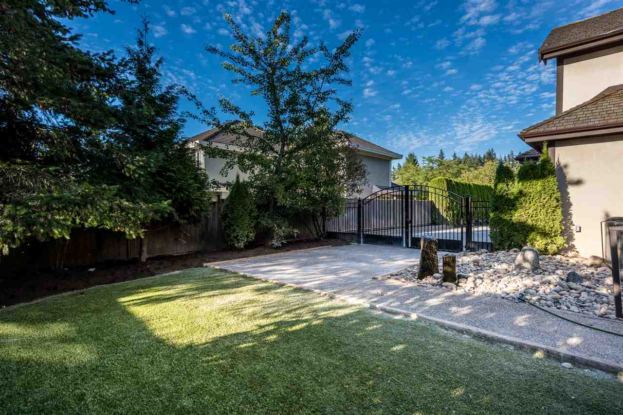 Detached at 13902 25A AVENUE, South Surrey White Rock, British Columbia. Image 3