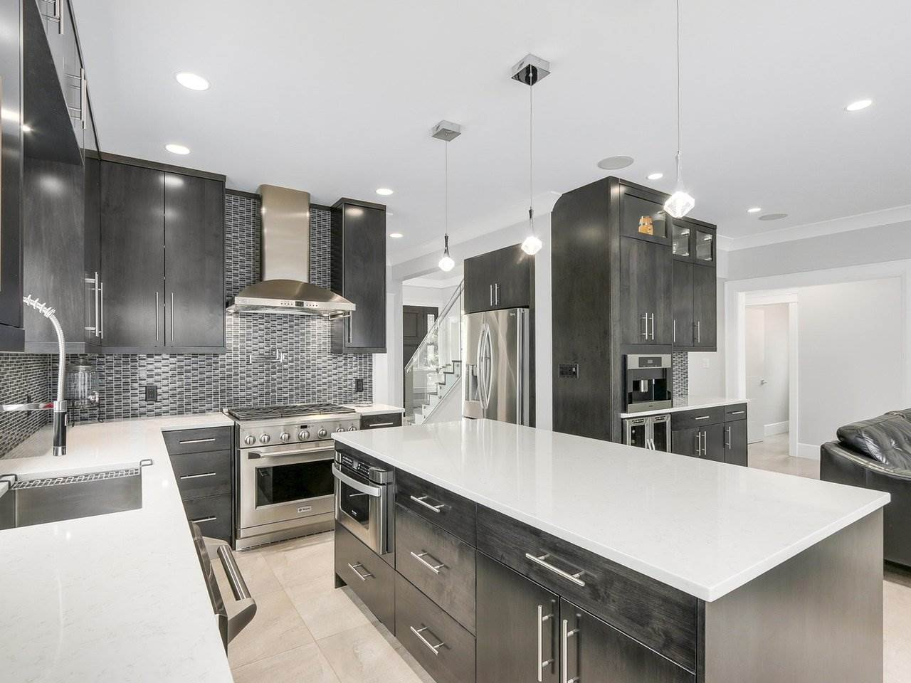 Detached at 6185 6TH STREET, Burnaby South, British Columbia. Image 9