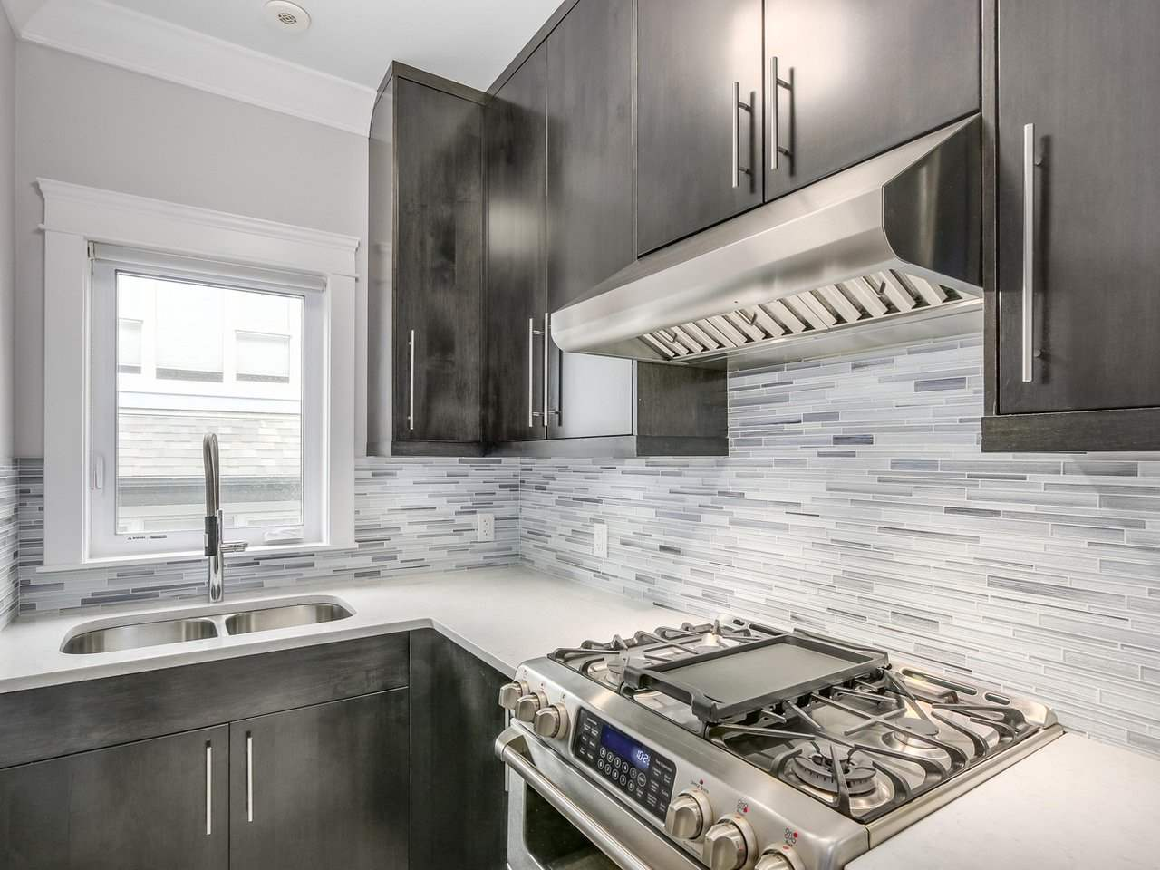 Detached at 6185 6TH STREET, Burnaby South, British Columbia. Image 11