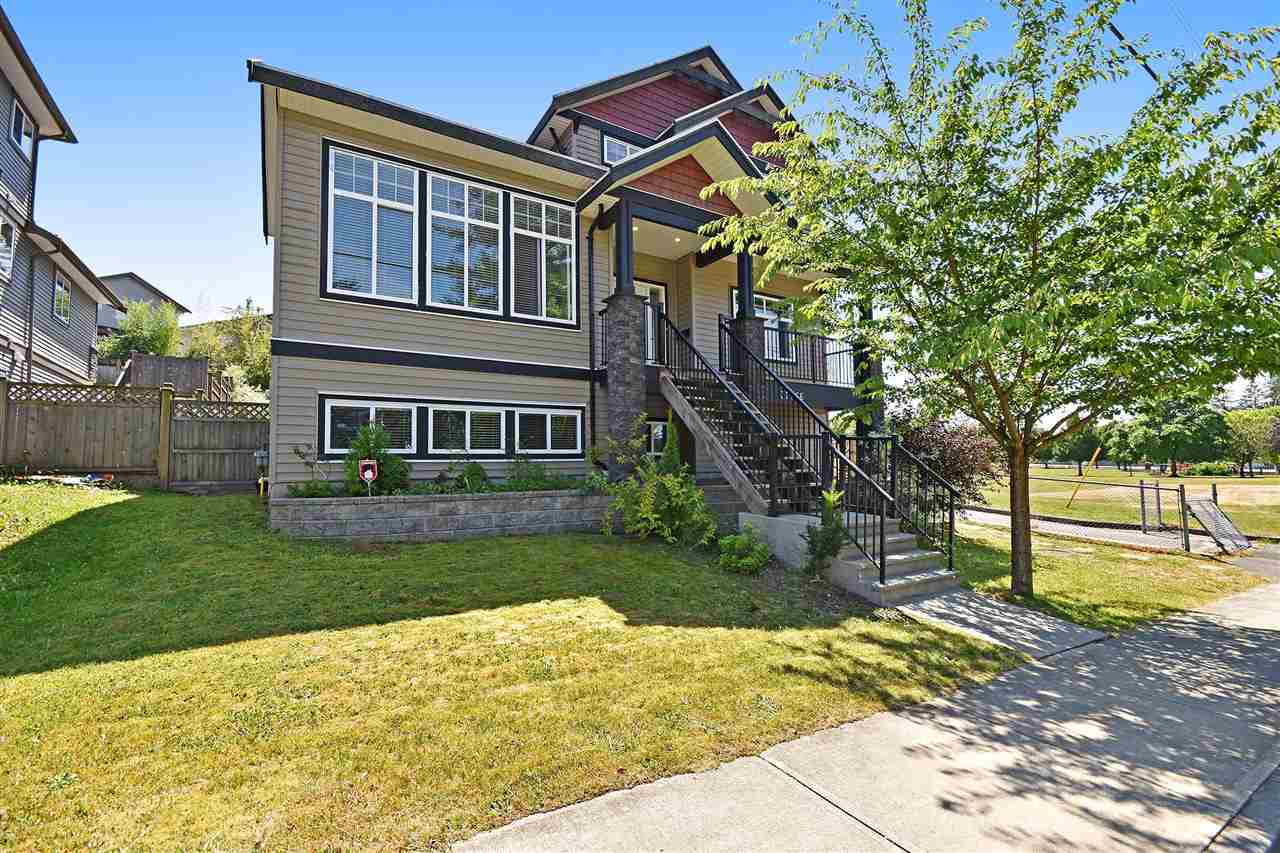 Detached at 32966 CHERRY AVENUE, Mission, British Columbia. Image 1