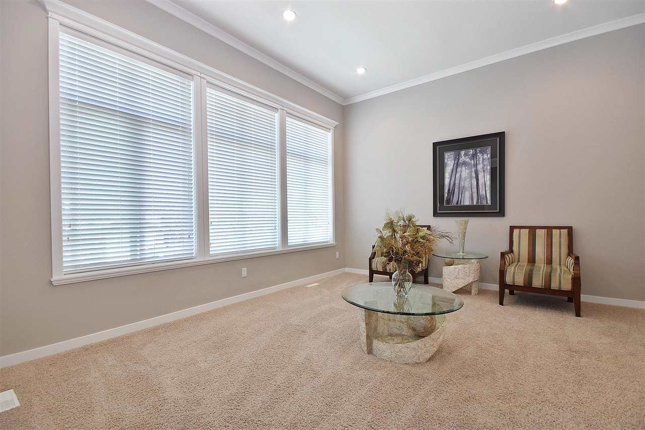 Detached at 32966 CHERRY AVENUE, Mission, British Columbia. Image 2