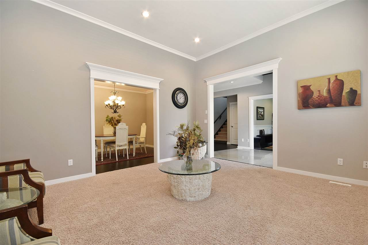Detached at 32966 CHERRY AVENUE, Mission, British Columbia. Image 3