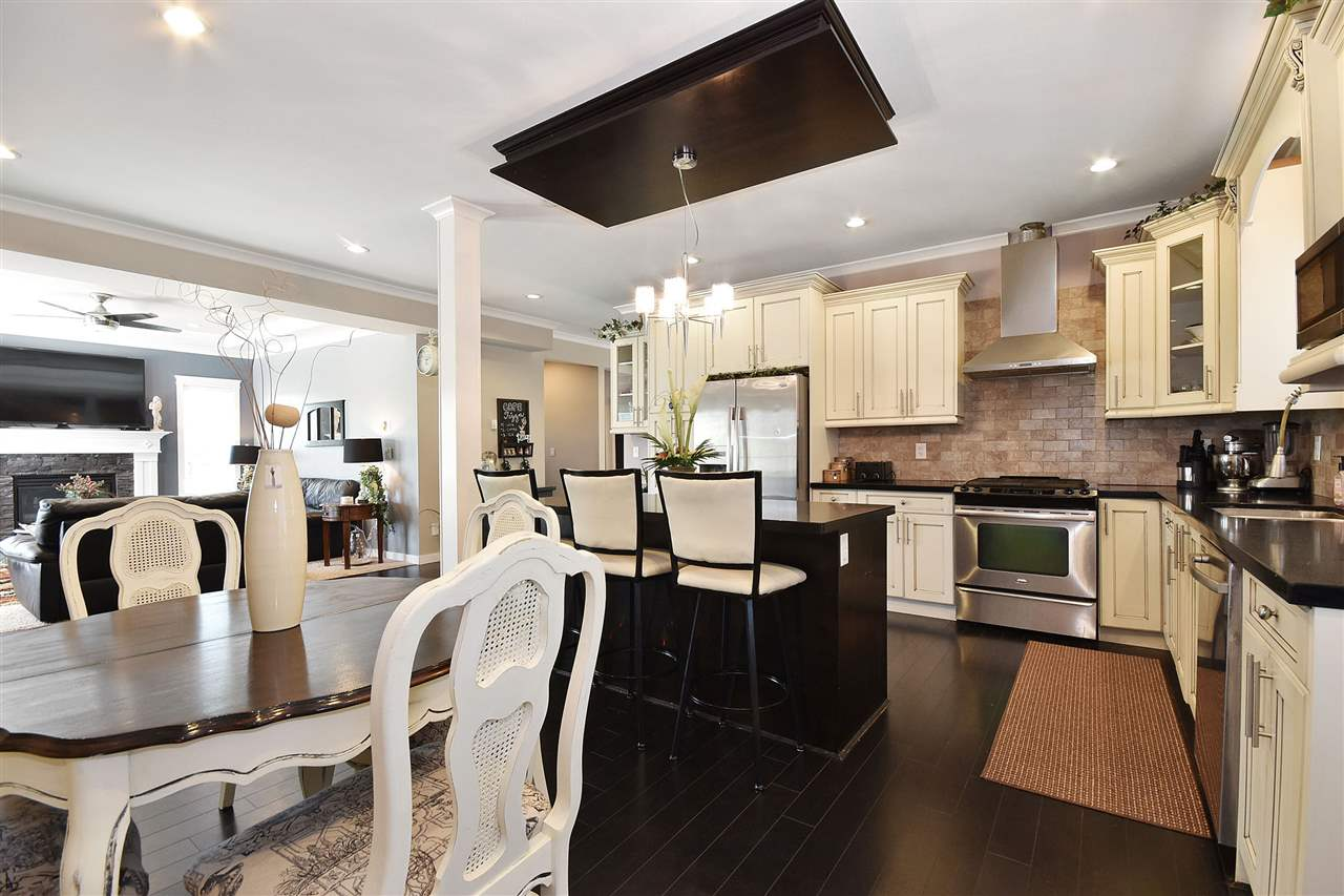 Detached at 32966 CHERRY AVENUE, Mission, British Columbia. Image 6