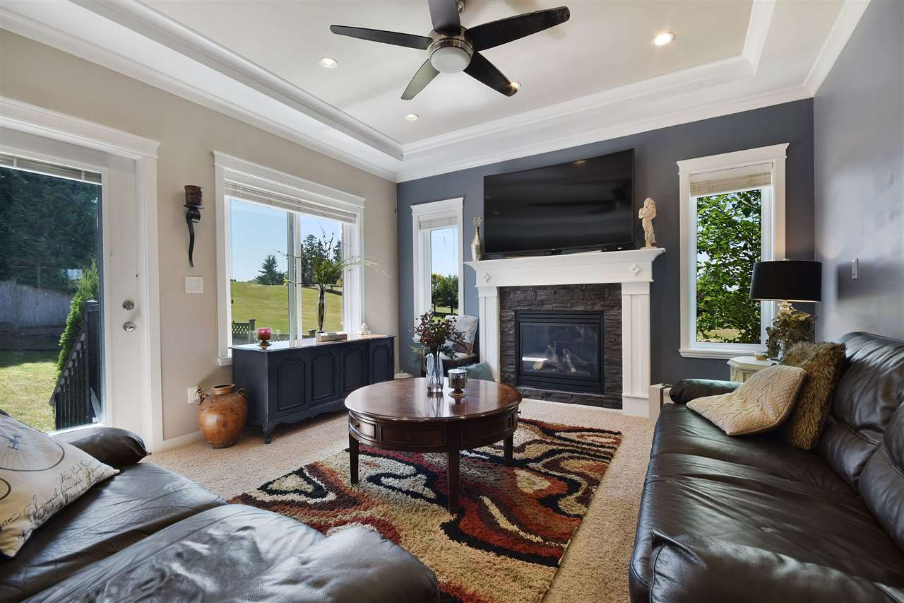 Detached at 32966 CHERRY AVENUE, Mission, British Columbia. Image 7