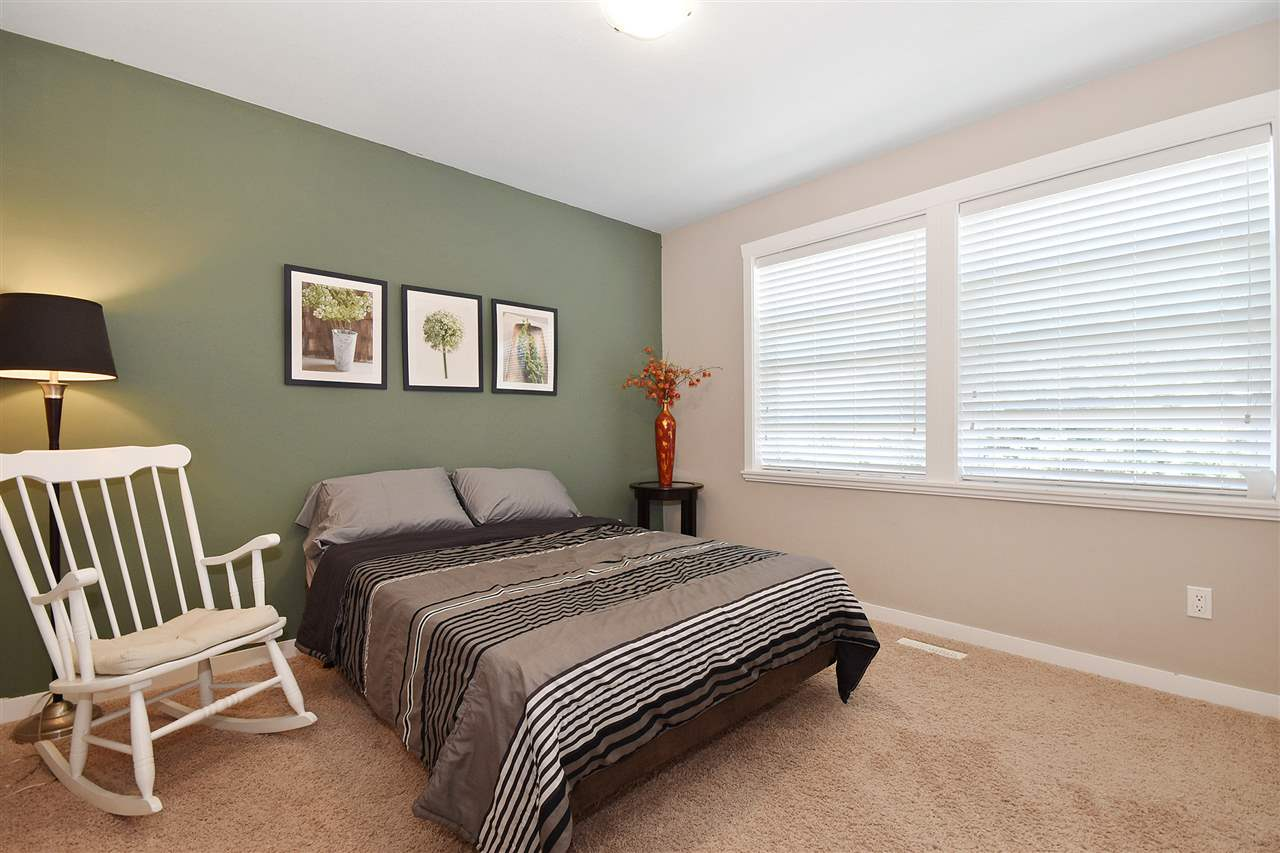 Detached at 32966 CHERRY AVENUE, Mission, British Columbia. Image 11
