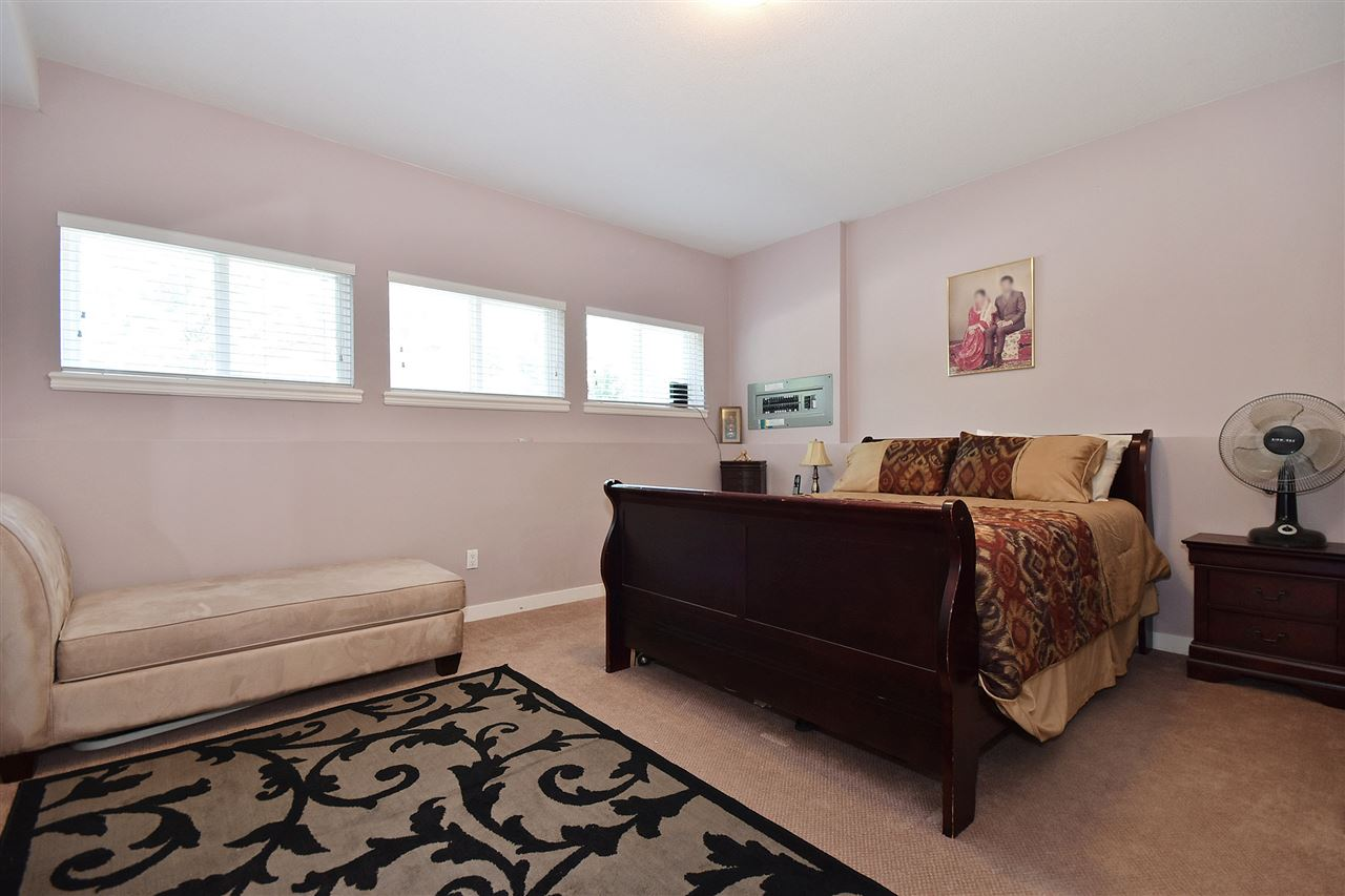 Detached at 32966 CHERRY AVENUE, Mission, British Columbia. Image 17