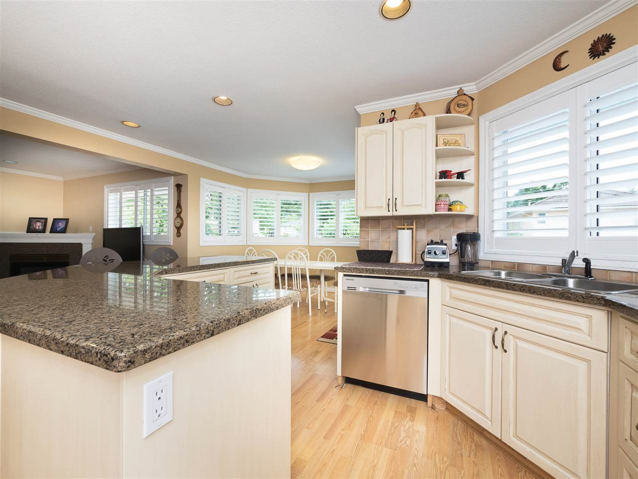 Detached at 8707 YARROW PLACE, Burnaby East, British Columbia. Image 8