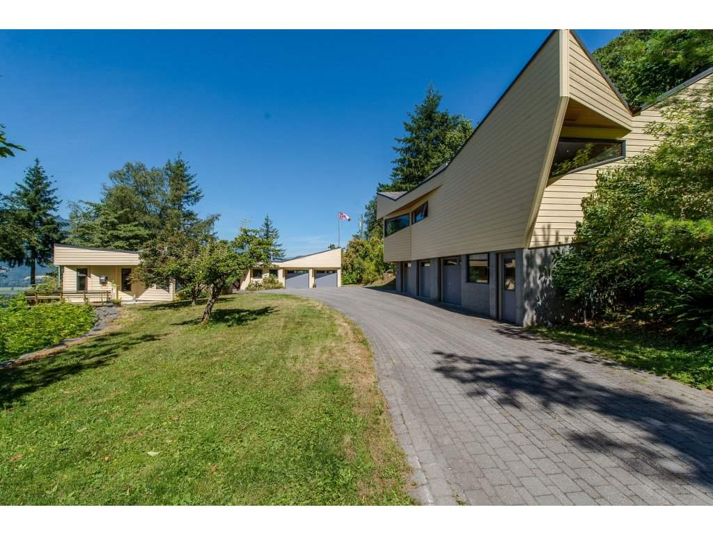 Detached at 43150 OLD ORCHARD ROAD, Chilliwack, British Columbia. Image 1