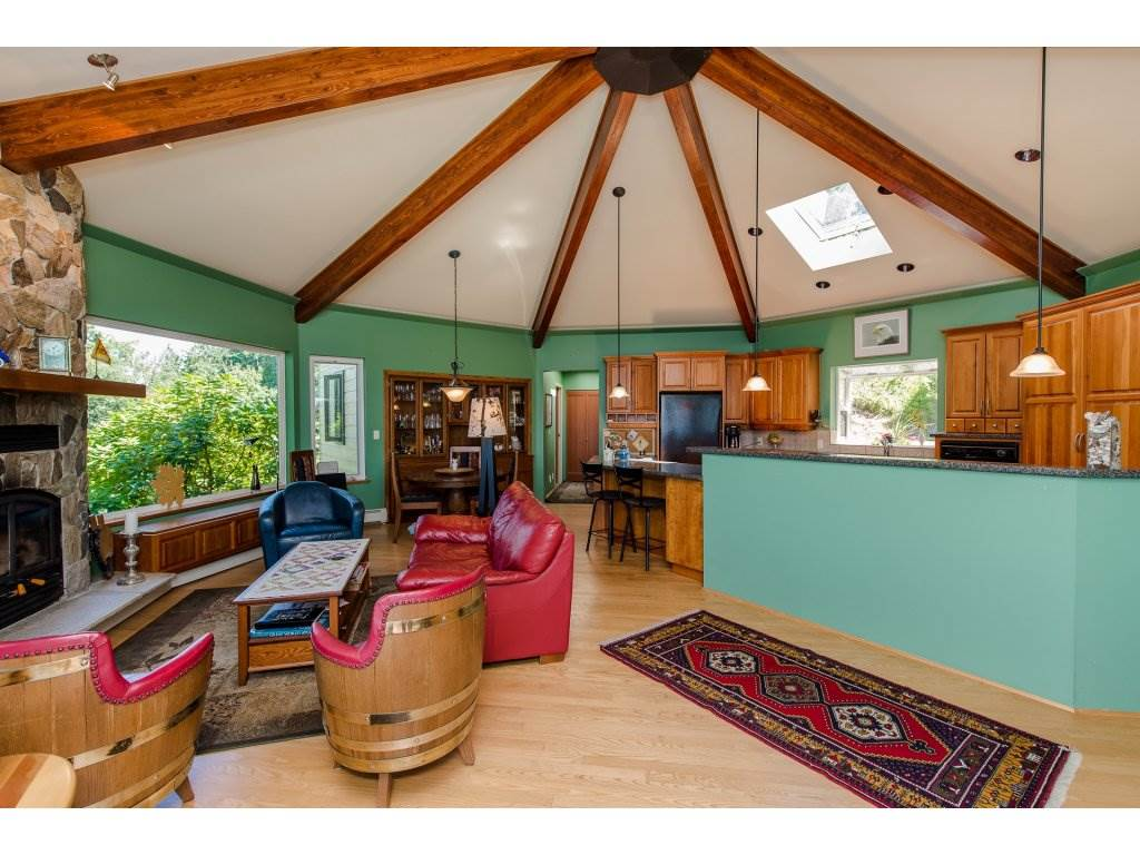 Detached at 43150 OLD ORCHARD ROAD, Chilliwack, British Columbia. Image 3