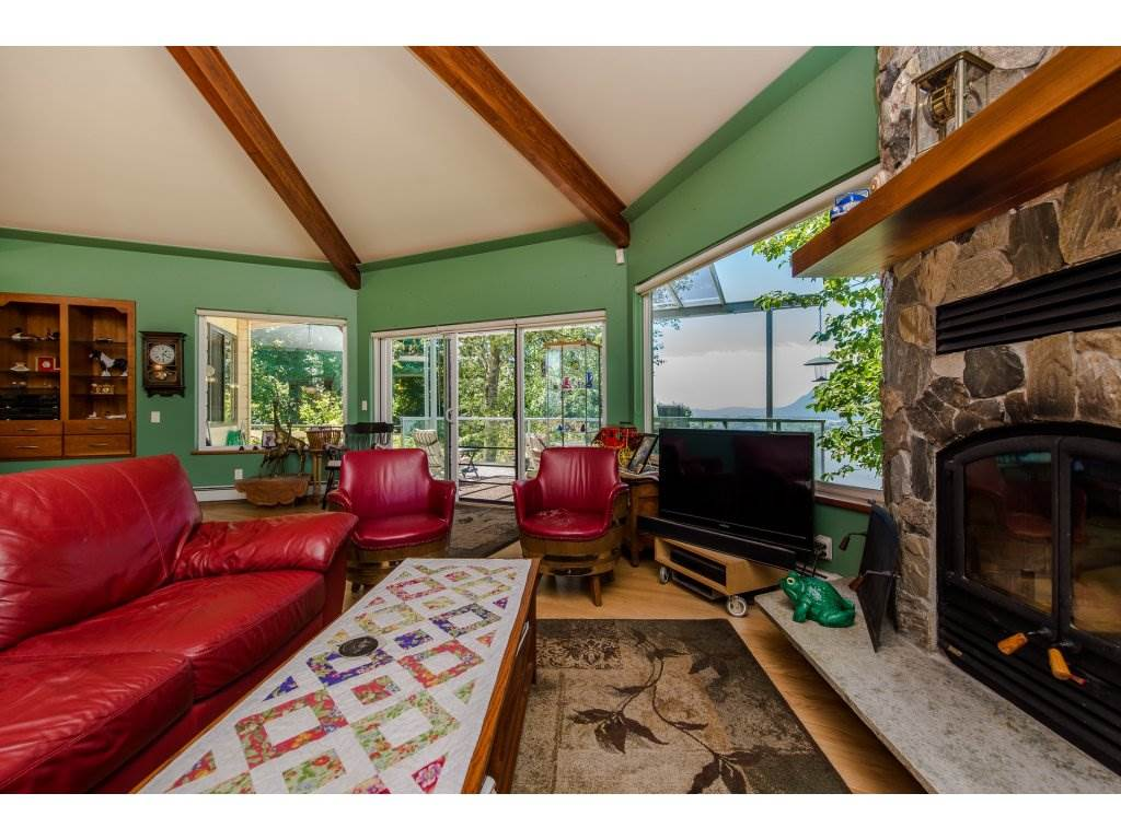 Detached at 43150 OLD ORCHARD ROAD, Chilliwack, British Columbia. Image 4