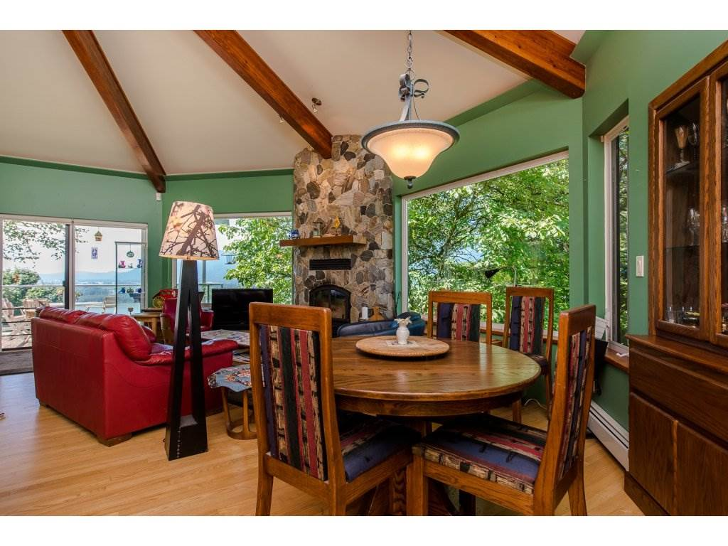 Detached at 43150 OLD ORCHARD ROAD, Chilliwack, British Columbia. Image 5