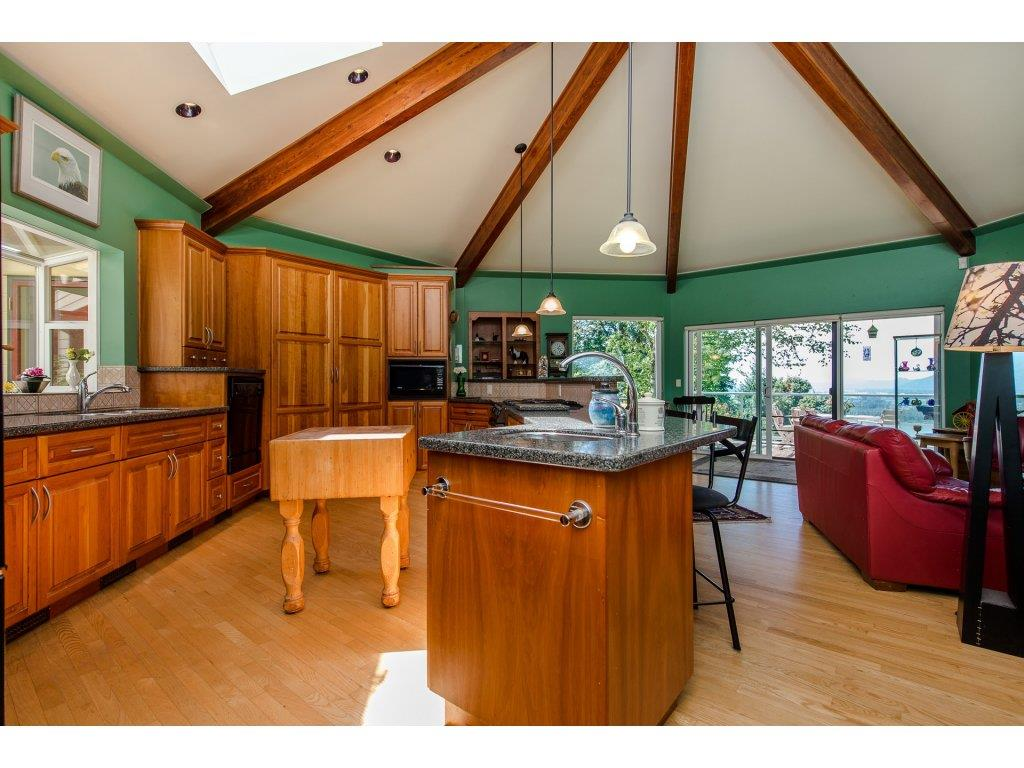 Detached at 43150 OLD ORCHARD ROAD, Chilliwack, British Columbia. Image 6